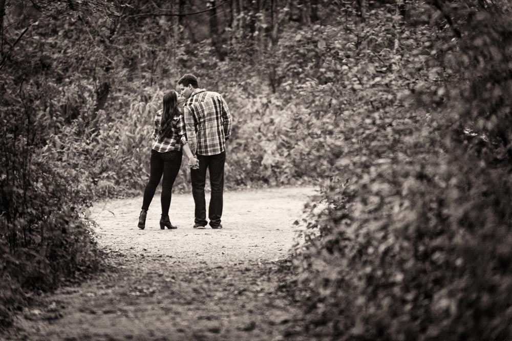 Distant kiss at Starved Rock