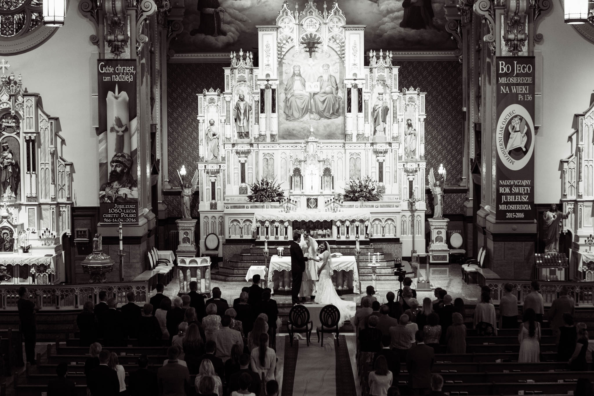 Chicago wedding at Holy Trinity Roman Catholic Church